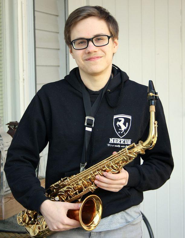Matias Selin harrastaa musiikkia. Hän soittaa pianoa ja saksofonia.