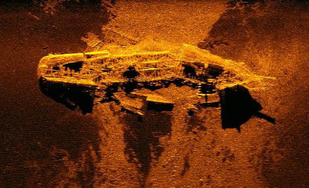 Kaikuluotainkuva neljän kilometrin syvyydestä löytyneestä hylystä.