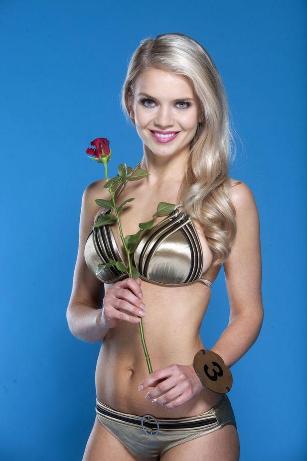 Lotta Hintsa poseerasi Miss Suomi -kisan finalistina Iltalehdelle vuonna 2013.