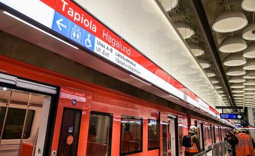 Koeajossa testataan metron aikataulun pitävyyttä.