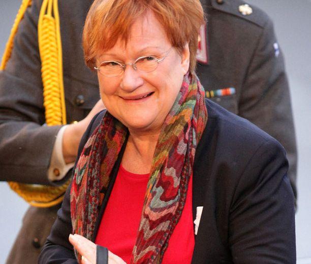 Presidentti Tarja Halosen oli määrä palata koti- maahan pääministerin jäädessä johtamaan Suomen valtuuskuntaa.
