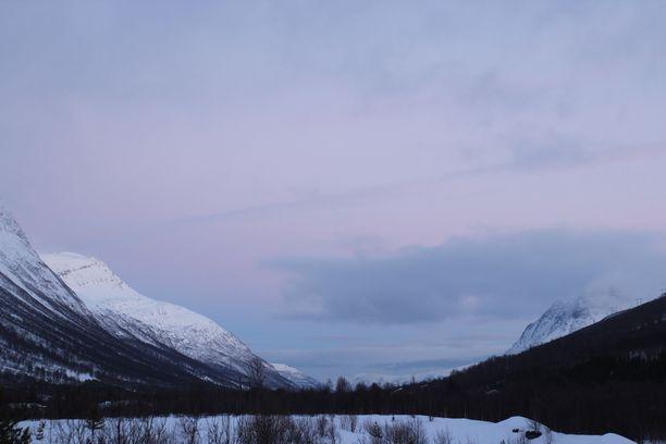 Kolme suomalaista ja yksi ruotsalainen hiihtäjä jäivät lumivyöryn alle Tamokdalenin tunturialueella tammikuun 2. päivänä.