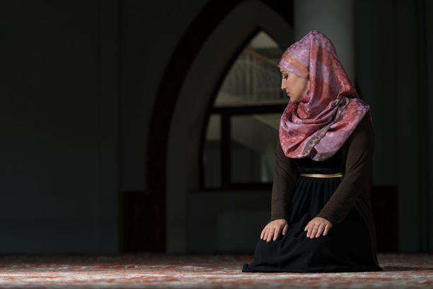 Marks & Spencerin koululaisille suunnattu hijab-huivi on herättänyt laajaa kritiikkiä. Kuvituskuva.