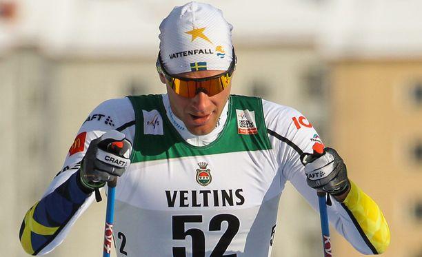 Daniel Rickardsson sai olutta päällensä Holmekollenilla. Kuva Lahden maailmancupista.