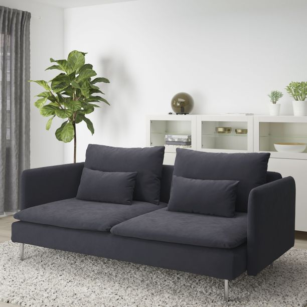 Sirot sohvat ovat nyt trendikkäitä, joten tämän sohvan suosio ei yllätä.