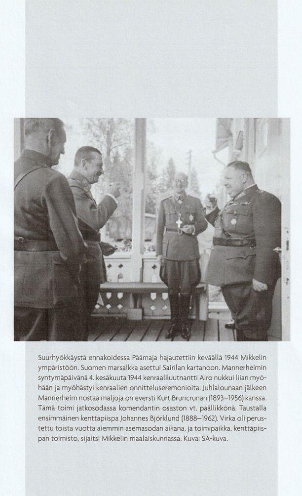 Marskin syntymäpäivää juhlitaan päämajassa 4.6.1944. Oik. Kenraali Pappa Laatikaianen, kenraali Airo myöhästyi juhlista nukuttuaan liian myöhään.