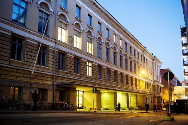 Helsingin yliopisto keräsi myös viime vuonna kaikista korkeakouluista suurimmat hakijamäärät. Kuvassa yliopiston päärakennus.
