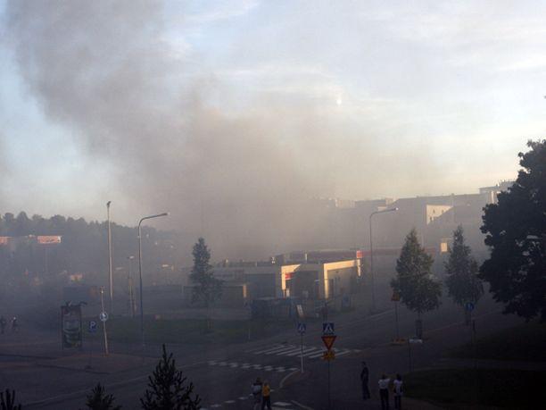 Helsingin Itäkeskuksen rakenteilla oleva Prisma syttyi tuleen, mutta saatiin sammutettua pikaisesti.