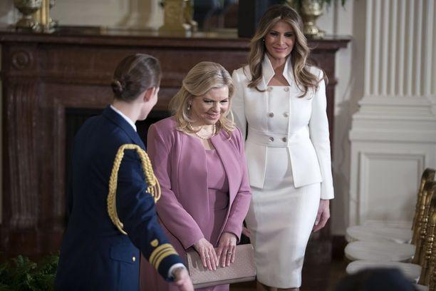 Ykkösrouva Melania Trump Sara Netanjahun kanssa Valkoisessa talossa.