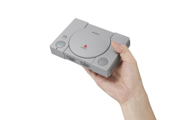 Playstation Classic mahtuu käteen.