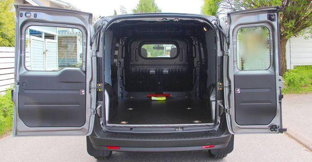 Pakettiauton kuormatilan saa joko pitkänä tai lyhyenä versiona.