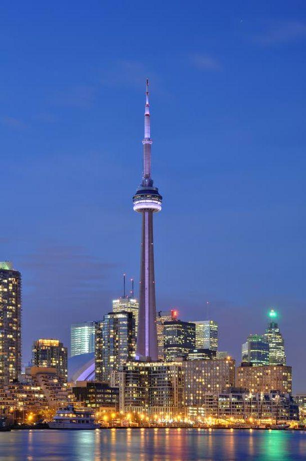CN Tower on Toronton tunnetuin maamerkki.