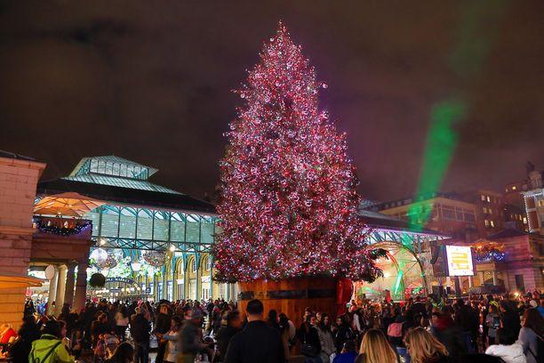 Lontoon Covent Gardenin joulumarkkinatunnelmaa. (Kuvituskuva)