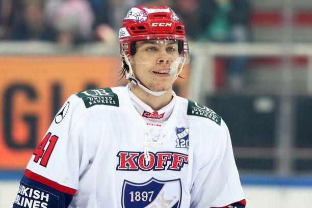 Miro Heiskanen saa NHL-debyyttinsä heti kauden alkaessa.