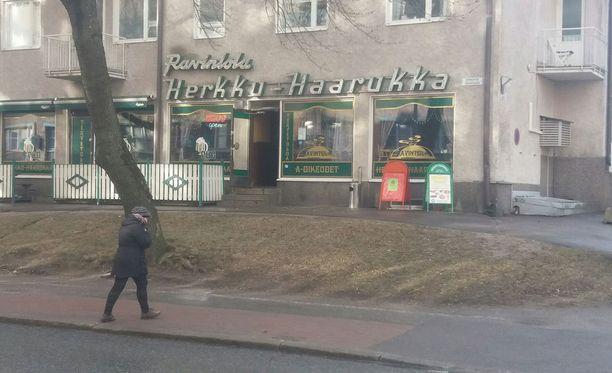 Ravintola Herkku-Haarukassa oli vaisu tunnelma Pekka Myllykosken poismenon jälkeen.