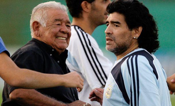 Maaliskuussa 2009 Diego Armando Maradonan isä oli vielä mukana Argentiinan maajoukkueen harjoituksissa.