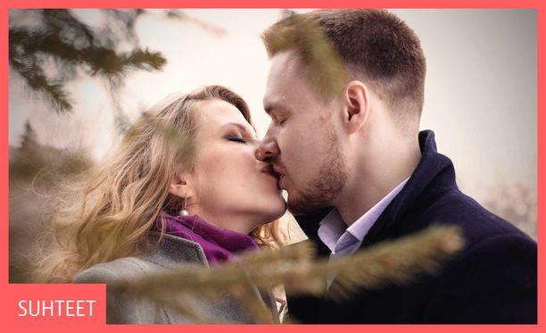 Noin kaksi prosenttia suomalaisten parisuhteista on avoimia tai polyamorisia. Kuvituskuva.