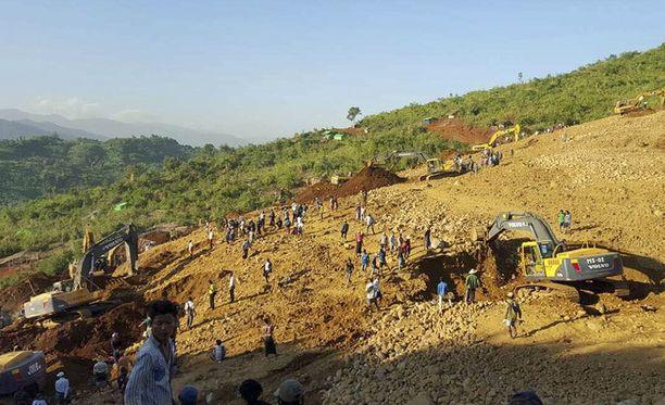 Vuonna 2015 Hpakantissa etsittiin 11 maanvyörymässä menehtynyttä jadenkerääjää.