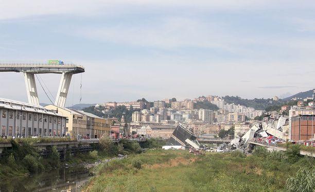 Sillalla oli romahtamishetkellä paljon liikennettä.