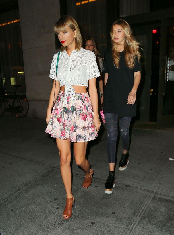 Tällaisena Taylor on totuttu näkemään: country-vaikutteita yhdistettynä tyttömäisiin hameisiin ja naiselliseen meikkiin.
