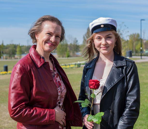 Päivi Lipponen sai tyttäreltään äitienpäivälahjaksi Netflix-tunnukset.