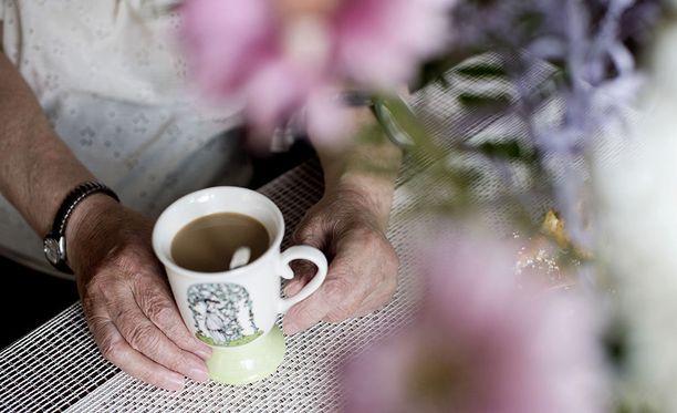 Yksin elävä, ehkä muistisairaudesta kärsivä vanhus voi olla hankala naapuri. Iltalehden lukijat kertovat vanhuksista, jotka piinaavat naapureitaan syytöksillä ja häirinnällä, jopa niin, että naapurit muuttavat pois.