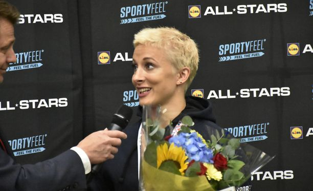 Anni Vuohijoki leikkasi playoff-tukan.