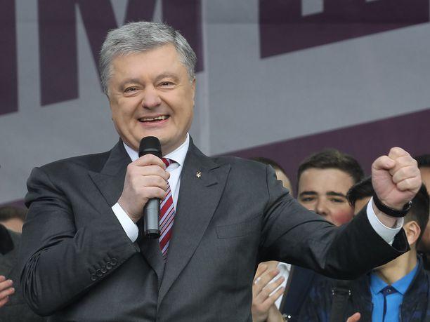 Petro Poroshenko on häviämässä koomikolle.