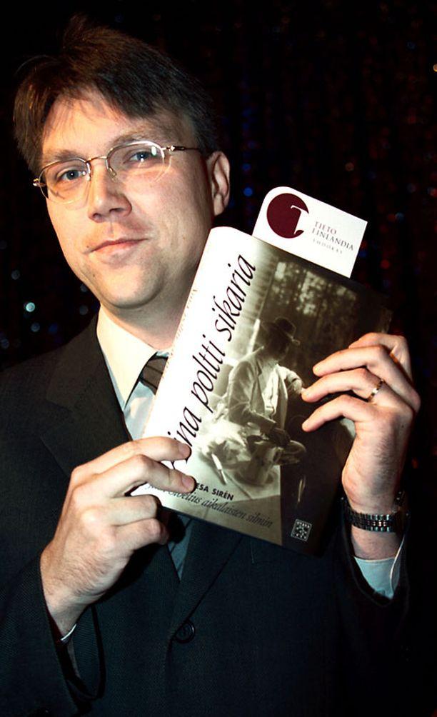 Vesa Sirénin aiempi teos, Jean Sibeliusta käsittelevä Aina poltti sikaria, oli Tieto-Finlandia-ehdokkaana vuonna 2001.