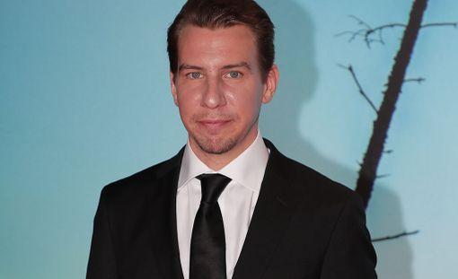 Aku Hirviniemi näyttelee uutuuselokuvassa alikersantti Hietasta.