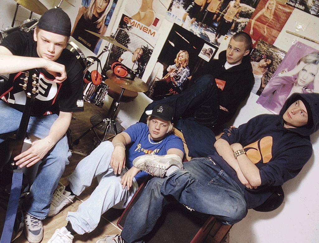 Ripsipiirakka-yhtyeessä vaikuttivat Hannu Kiviluoto, Jukka Tanskanen, Mika Enrold ja Olli Salonen.