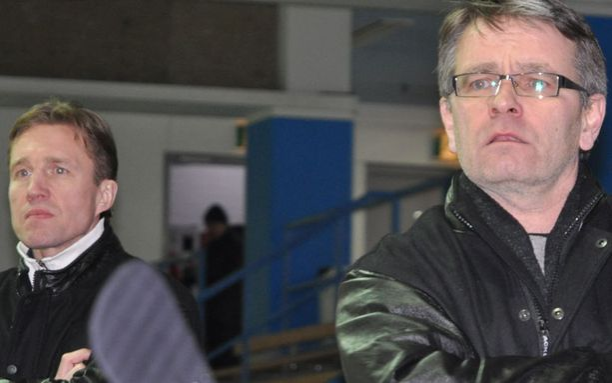 Kai Tervonen (vas.) ja Kari Jalonen luotsaavat nyt Bewen jääkiekkojoukkuetta kohti Suomi-sarjaa.
