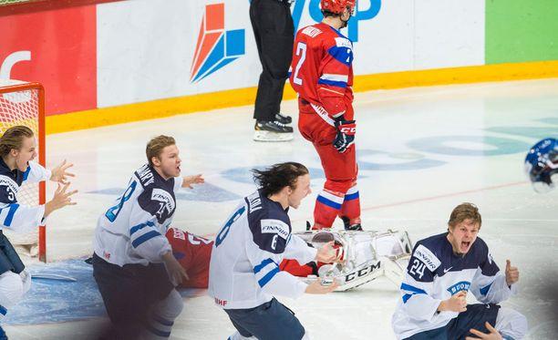 Suomalaiset elivät upeasti joukkueen mukana.