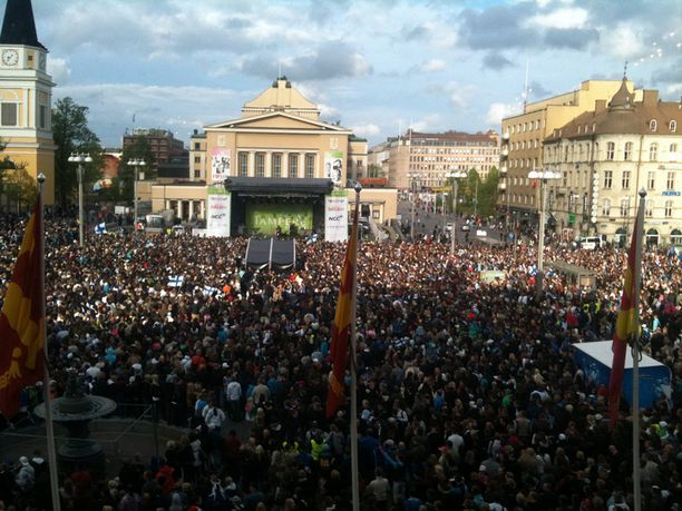 Torille kerääntyi yhteensä noin 30 000 henkeä.