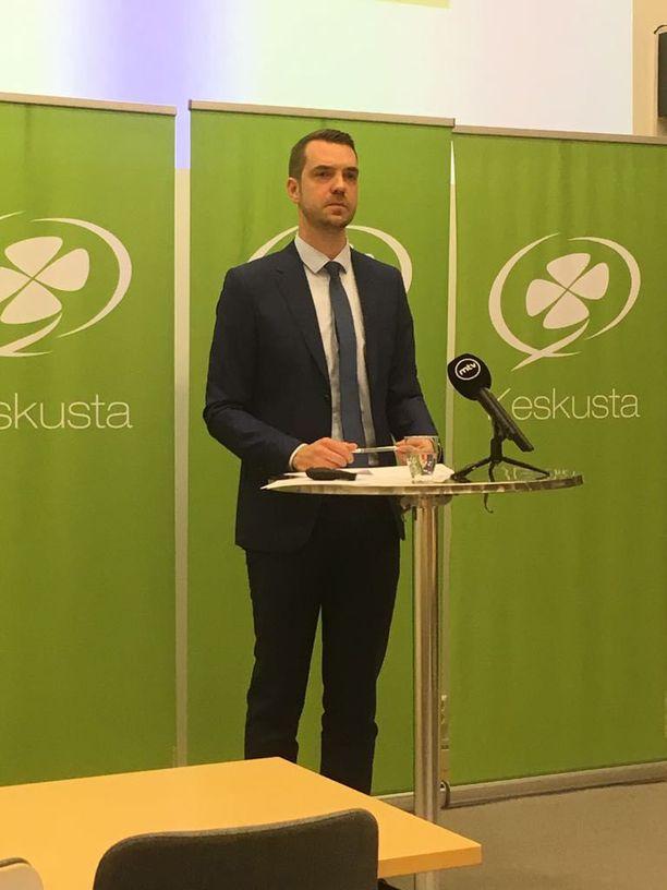Jouni Ovaska väistyy keskustan puoluesihteerin paikalta.