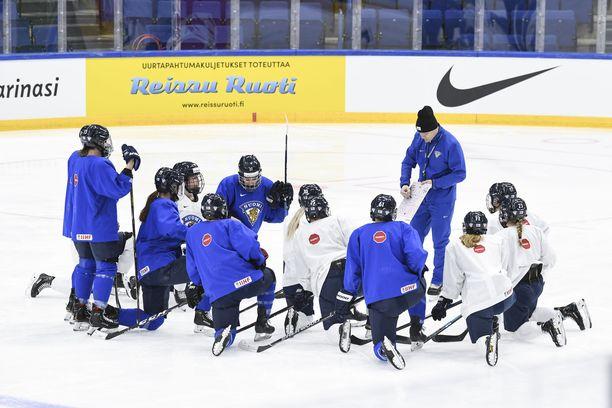 Suomen naisten jääkiekkomaajoukkue matkaa elokuussa MM-kisoihin.