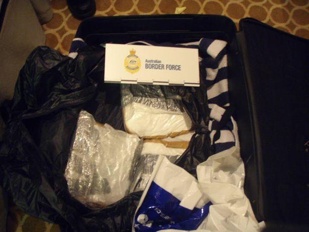 Matkalaukut olivat pullollaan kokaiinia.
