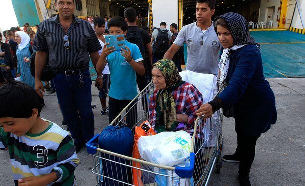 Pakolaisia kuljettanut laiva saapui Kreikkaan. Laivassa oli noin 2500 syyrialaista.