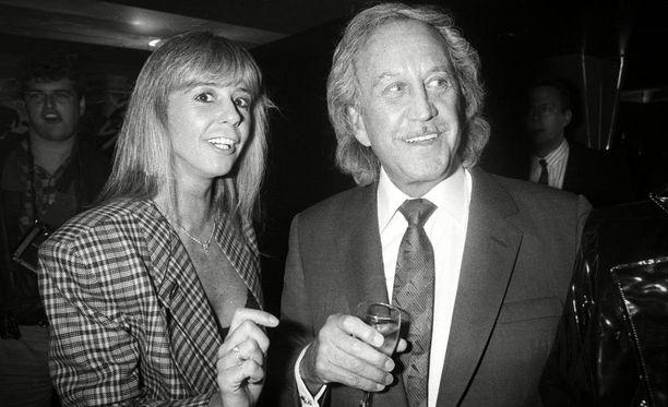 Debbie ja Paul juhlivat yhdessä. Tämä kuva on otettu 1980- ja 1990-lukujen taitteessa.