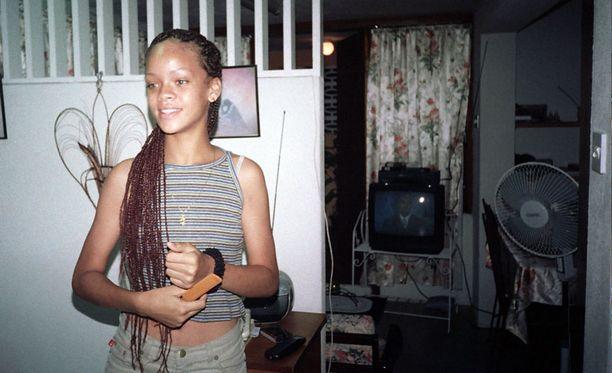 Lapsuudenkodissa 13-vuotiaana.