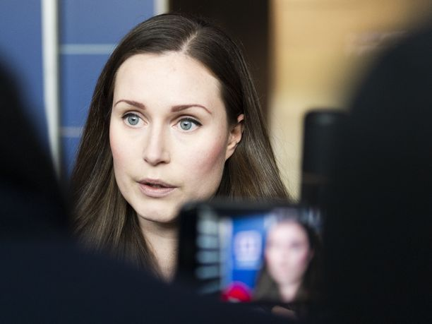 Viestintäpäällikkö Hanne Sjöholm selvitti Iltalehdelle myöhemmin, että al-Holiin liittyvien kysymysten kieltäminen liittyi rajalliseen aikaan. Kuvassa pääministeri Sanna Marin.