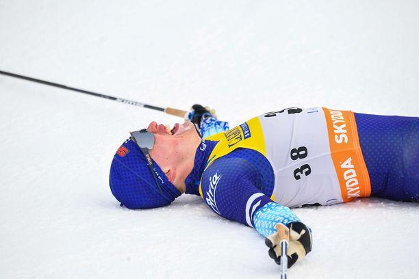 Iivo Niskanen oli kiinni Holmenkollenin voittotaistossa vielä toiseksi viimeisen kierroksen alkaessa. Sitten hän hyytyi. Arkistokuva.