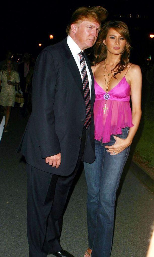 2004 Babydoll-paidat ja matalavyötäröiset lannefarkut olivat kaikkien muotitietoisten päällä - niin myös Melania Trumpin.