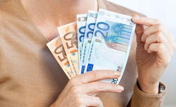 Yksityisen sektorin kärkikymmenys ansaitsee yli 5 000 euroa kuukaudessa.