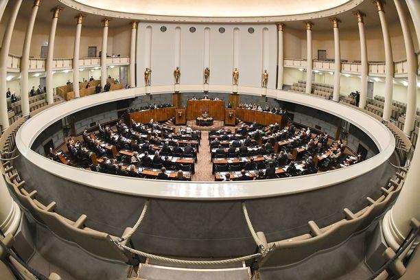 Valmiuslakia käsiteltiin eduskunnassa 17. maaliskuuta.