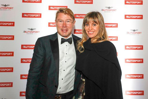 Mika Häkkisen seurana Autosport Awards -gaalassa oli luonnollisesti oma vaimo Marketa.