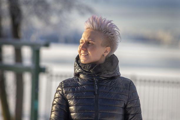 Martta Tervonen sanoo, että mielenterveysongelmiin liittyvälle häpeälle tulisi tehdä jotain. - Häpeä estää hakemasta apua ja puhumasta, vaikka se auttaa ja voi jopa pelastaa hengen.