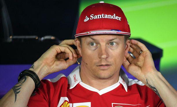 Kimi Räikkösen mukaan Ferrari tavoittelee kakkossijaa merkkimestaruustaistelussa.