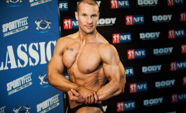 Tuomas Kurosella on hallussaan raskaan sarjan Suomen ennätykset leuanvedossa.