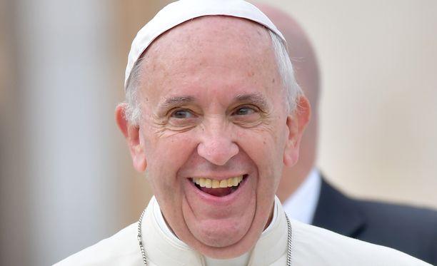 Paavi Franciscus riemastui kohtaamisesta.